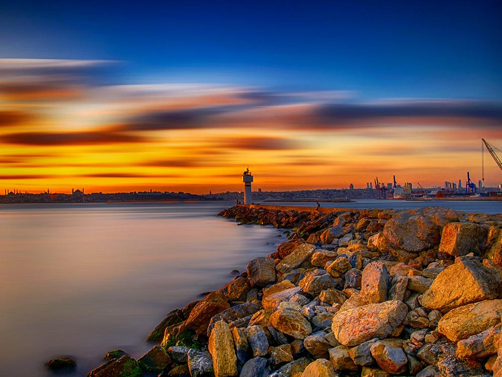 Deniz Fenerini Kim Buldu? Kadıköy'deki deniz fenerinden bir manzara. Özellikle gün batımlarını izlemek çok keyifli oluyor..