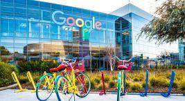 Google'ı Kim Kurdu? Google'ın, Amerika'daki Silikon Vadisi'nde bulunan genel merkezinden bir görüntü ve bisikletler..