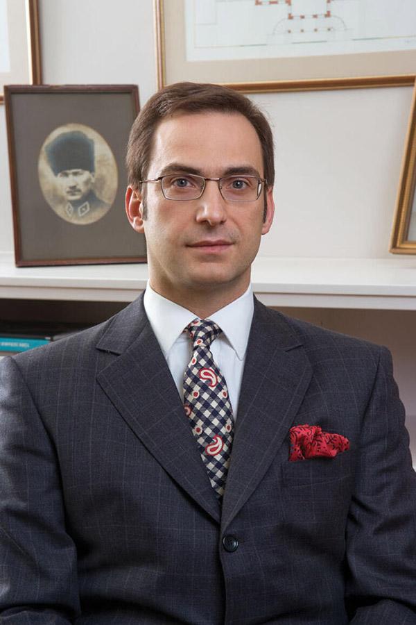 Koç Holding Yönetim Kurulu Başkanı Ömer Mehmet Koç. Koç Holding'i Kim Kurdu ?