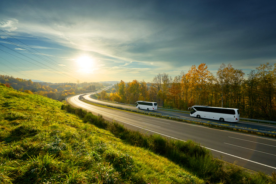 Otobüsü Kim Keşfetti? Günümüzde ise otobüsler artık oldukça yaygınlaşmıştır. Özellikle seyahat turizminin ve bir şehirden başka bir şehire veya yerlere ulaşmanın olmazsa olmaz araçlarındandır..