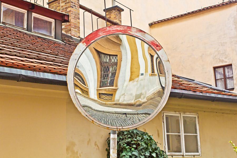 Parabolik Aynalar: Özellikle kendisine has bir şekle sahip olup, enerjiyi yakalayıp, enerjinin tek bir noktaya odaklanması için tasarlanmış aynalardır..