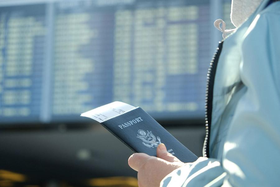 Pasaportu Kim Buldu? İlk olarak kullanımı Pers İmparatorluğu dönemine kadar uzanmaktadır. Bununla birlikte, belgesel anlamda kullanım alanına ise 80'lerde kavuşmuştur..