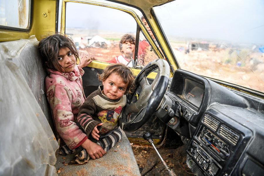 Suriye Tarihi, İç savaştan sonra Suriye-İdlib'te yaşam mücadelesi veren mülteci çocuklar.